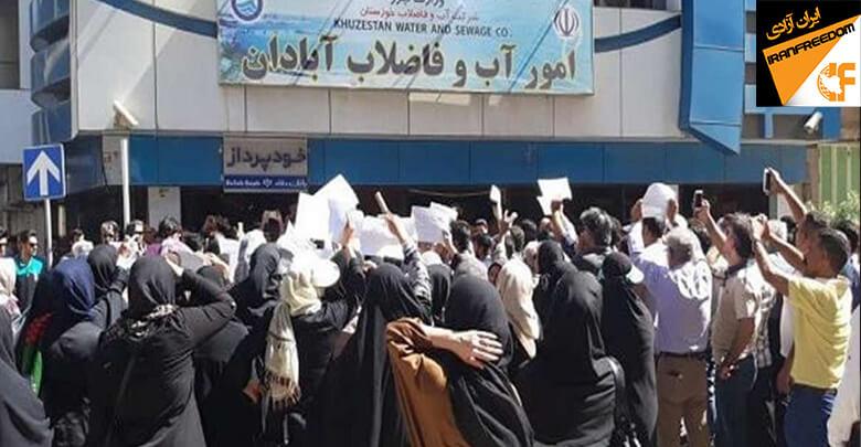 مردم آبادان در اعتراض به بحران آب در مقابل شرکت آبفا تجمع اعتراضی برگزار کردند