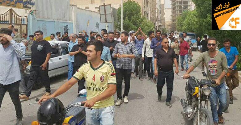 مردم آبادان در اعتراض به بی آبی و شوری آب شرب این شهر دست به تظاهرات و تجمع اعتراضی زدند