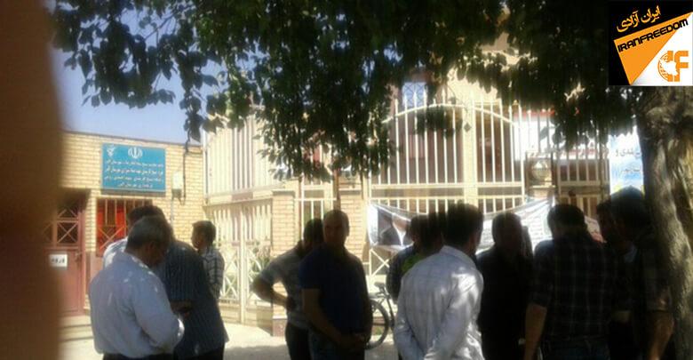 کارگران کارخانه تولی پرس و بستهبندی البرز در اعتراض به بلاتکلیفی خود دست به تجمع زدند