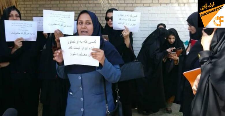 زنان ایرانشهر در اعتراض به تعدی به زنان در برابر فرمانداری تجمع اعتراضی برگزار کردند