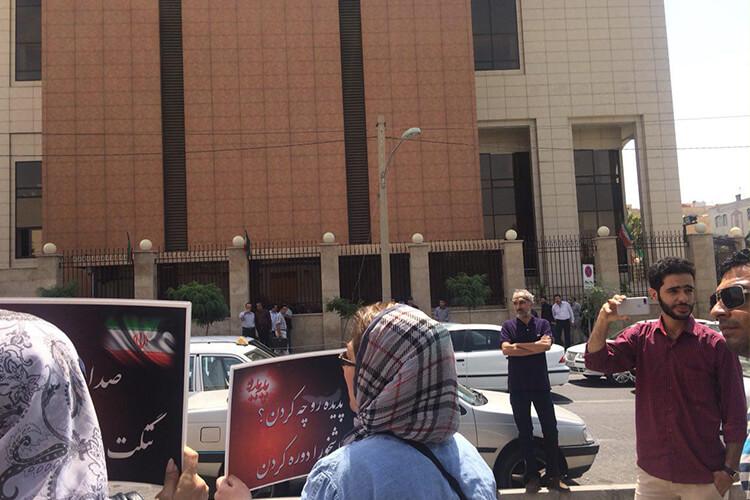 مالباختگان پدیده شاندیز در مقابل دیوان عدالت اداری دست به تجمع زدند