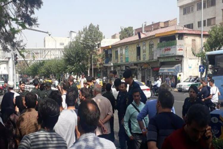 مالباختگان کیمیا خودرو در مقابل مجلس دست به تجمع اعتراضی زدند