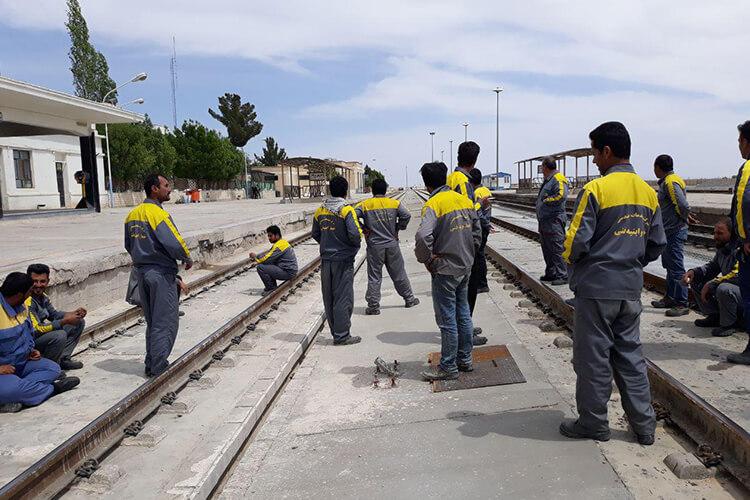 کارگران راه آهن شمال شرق سمنان، شاهرود و دامغان دست به اعتصاب زدند