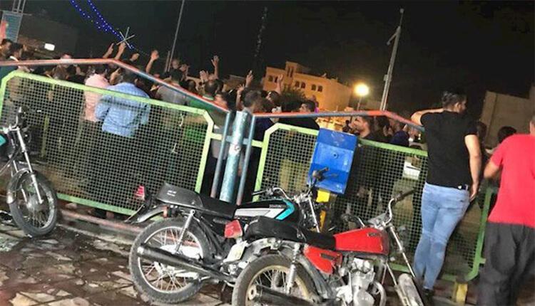 تظاهرات کازرون دوشنبه شب با شعار توپ تانک فشفشه دیگر اثر ندارد