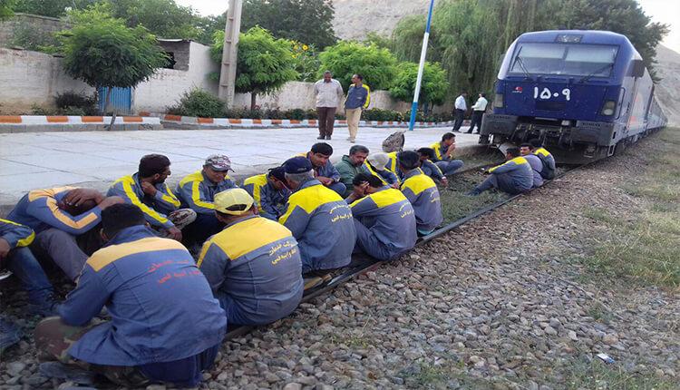 کارگران خط و ابنیه راهآهن مشهد اعتصاب کردند