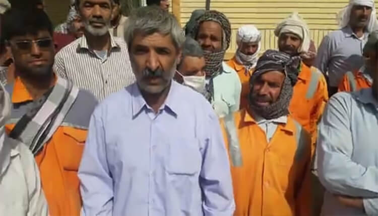 کارگران شهرداری زابل مقابل فرمانداری این شهرستان تجمع اعتراضی برگزار کردند