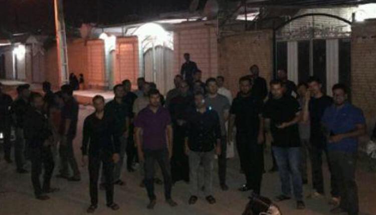 تجمع اعتراضی دانشآموختگان نفت دشت آزادگان در مقابل منزل نماینده مجلس