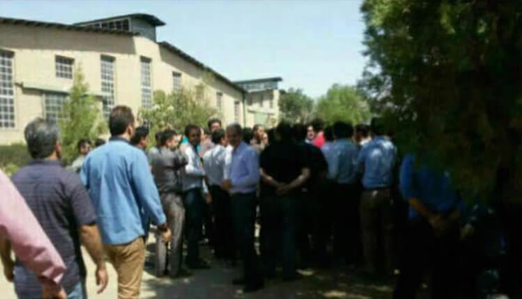 کارگران اخراجی پارس میل لنگ تاکستان دست به تجمع اعتراضی زدند