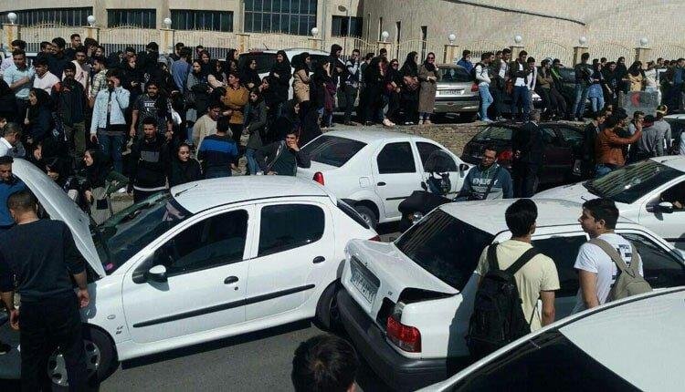 تجمع اعتراضی دانشجویان دانشگاه آزاد واحد تهران مرکز به حضور گشت ارشاد