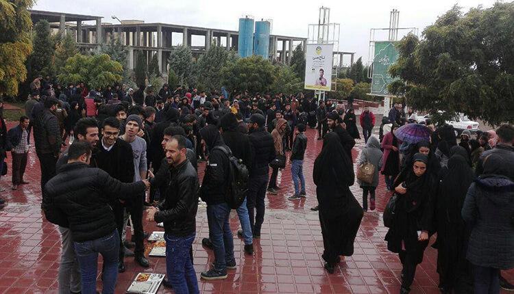 تجمع اعتراضی دانشجویان دانشگاه حکیم سبزواری در اعتراض به عملکردهای معاون دانشگاه