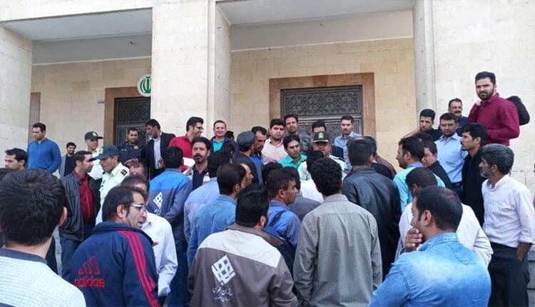 تجمع اعتراضی کارگران سازمان عمران شهرداری اصفهان در مقابل شهرداری