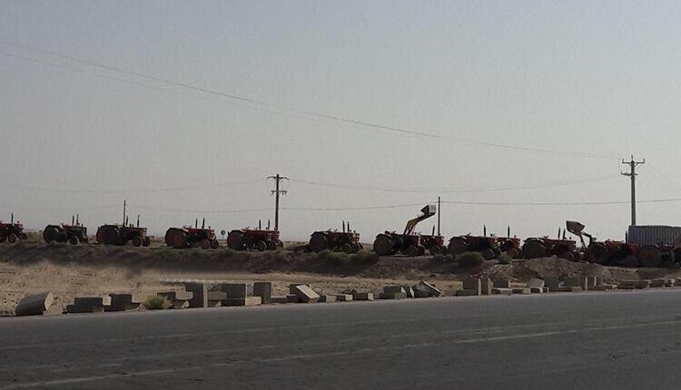 تجمع اعتراضی کشاورزان روستای قمشان اصفهان با تراکتورهایشان