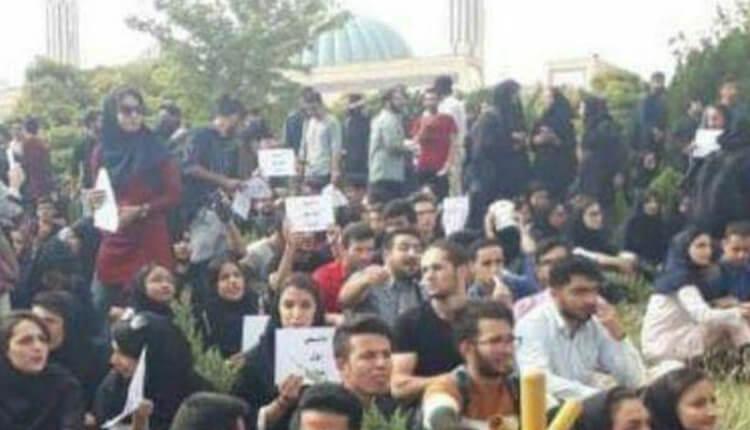تجمع و راهپیمایی اعتراضی دانشجویان دانشگاه شیراز به برخی قوانین آموزشی