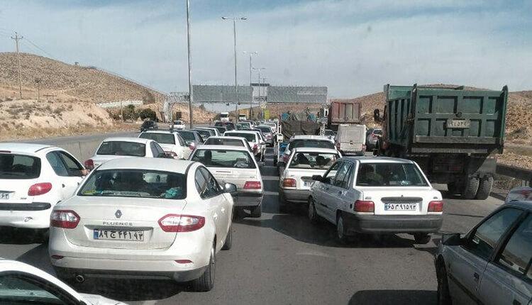 هجوم مردم به سمت پاسارگاد و ممانعت از ورود خودروهای پلاك غير بومی به سمت پاسارگاد