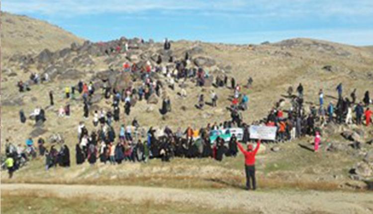 تجمع اعتراضی مردم مشهد به تخریب در پارک طبیعی «کمر مقبولا»
