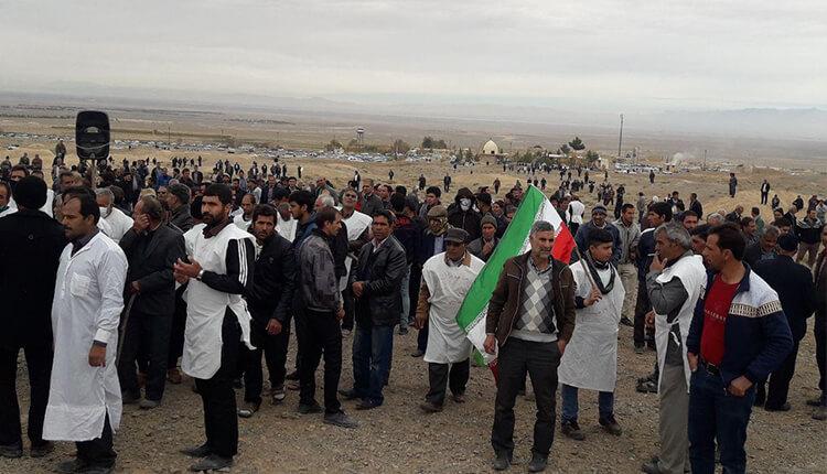تجمع اعتراضی کشاورزان کفنپوش اصفهان در اعتراض به بیآبی و قطع حقآبه