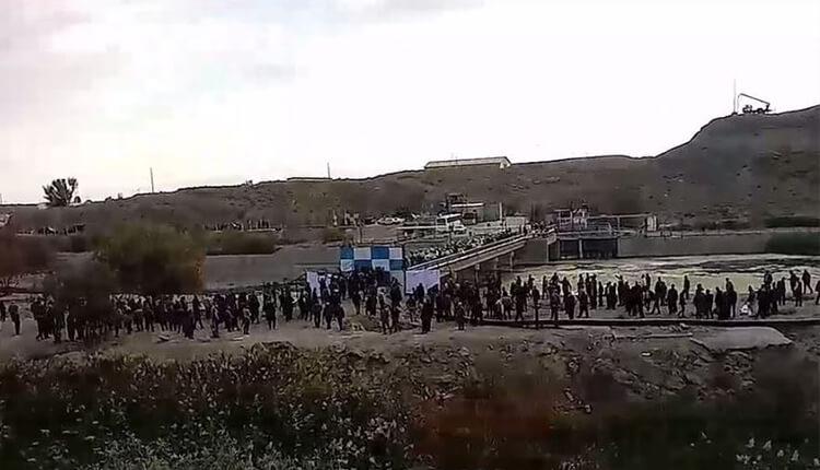 Risultati immagini per تجمع کشاورزان حقآبهدار اصفهان در اعتراض به نحوه توزیع آب
