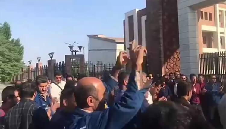 هشتمین روز تجمع اعتراضی کارگران گروه ملی فولاد اهواز در مقابل استانداری