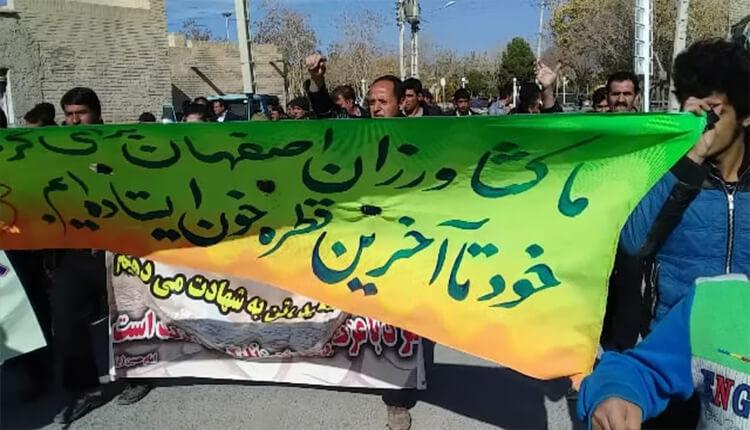 ادامه تظاهرات کشاورزان ورزنه اصفهان در اعتراض به عدم پرداخت حقابه