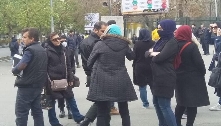 تجمع اعتراضی دانشجویان مقابل دانشگاه تهران به مناسبت ۱۶ آذر روز دانشجو