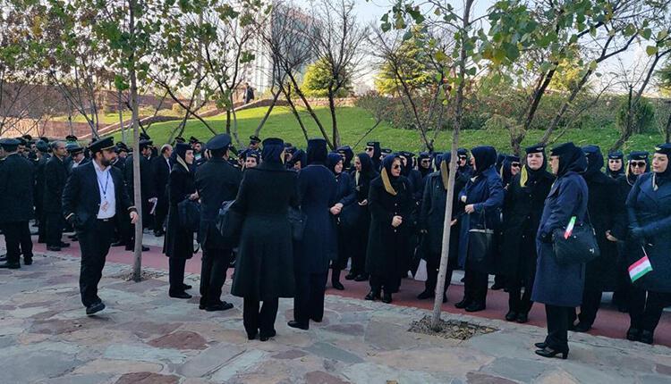 تجمع اعتراضی مهمانداران شرکت هواپیمایی ایران ایر در اعتراض به کمی حقوق