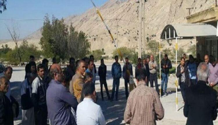 تجمع اعتراضی کارگران سد تنظیمی آریوبرزن بهبهان در اعتراض به عدم دریافت ۶ ماه حقوق