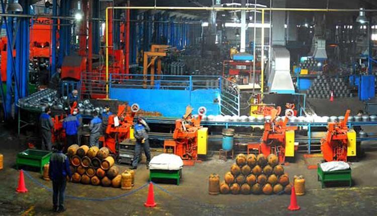 تجمع اعتراضی کارگران شرکت کاوش در اعتراض به ممانعت از حضورشان در کارخانه