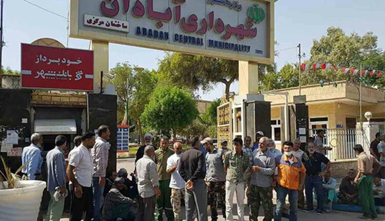 تجمع اعتراضی کارگران شهرداری آبادان در اعتراض به عدم پرداخت حقوق معوقه