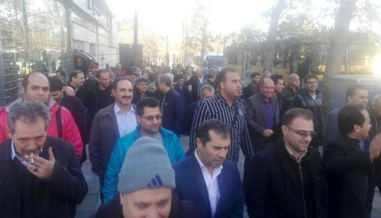 تجمع اعتراضی کارگران پگاه تهران در مقابل قوه قضائیه در اعتراض به تصرف غیرقانونی اراضی توسط سپاه