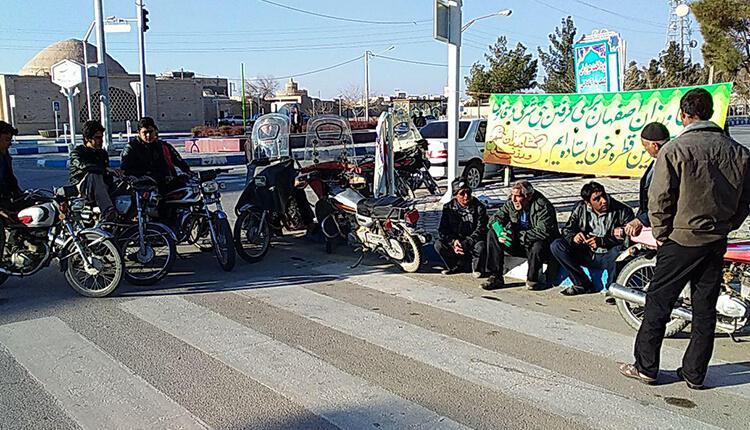 تجمع اعتراضی کشاروزان شرق اصفهان در ورزنه در اعتراض به ندادن حقابه