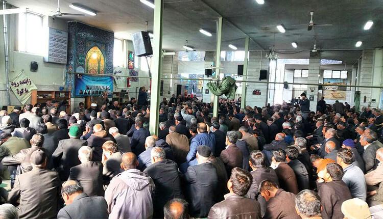 تجمع اعتراضی کشاورزان اصفهانی در مسجد گلزار این شهر برای احیای زایندهرود
