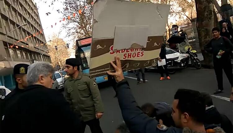 تجمع پیمانکاران طلبکار از شهرداری تهران در مقابل شورای شهر تهران