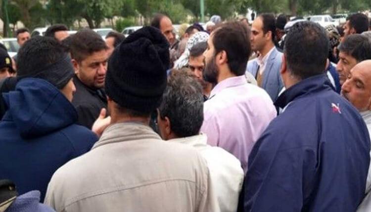 حمله یک کارگر معترض شهرداری به شهردار با بنزین در آبادان