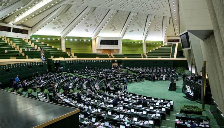 ۱۹نماینده مجلس رژیم از استان اصفهان بهطور دستجمعی استعفا دادند