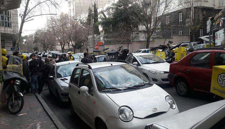 اعتصاب موتورسواران شرکت اسنپ باکس در اعتراض به پایین بودن کرایهها