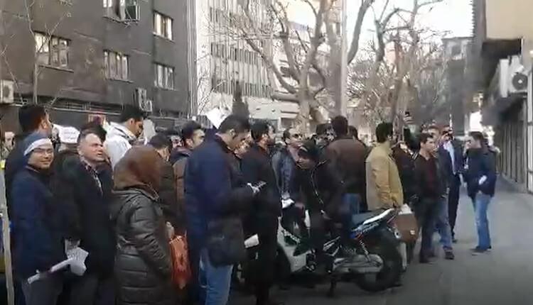 تجمع اعتراضی ثبتنام کنندگان سایپا «سیتروین سی۳» مقابل وزارت صنعت، معدن و تجارت