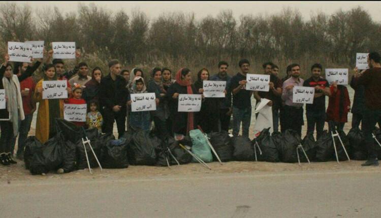 تجمع اعتراضی جمعی از فعالان محیط زیست بهبهان در اعتراض به انتقال آب کارون