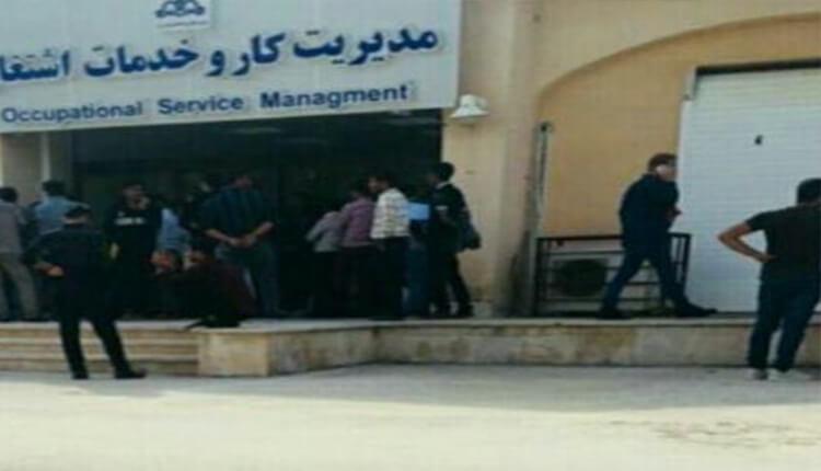 تجمع اعتراضی جوانان جویای کار در عسلویه در اعتراض به بیکاری و استخدام نیروهای غیربومی