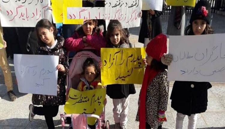 تجمع اعتراضی خانوادههای کارگران زندانی گروه ملی فولاد اهواز مقابل استانداری