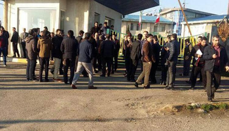 تجمع اعتراضی کارگران شرکت کشت و صنعت مغان در اعتراض به خصوصی سازی این شرکت