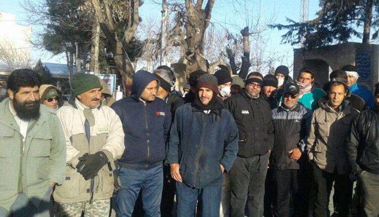 تجمع اعتراضی کارگران شهرداری بروجرد در اعتراض به عدم پرداخت معوقات حقوقی ۹ماهه