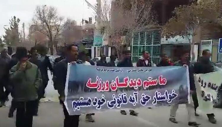 تظاهرات کشاورزان ورزنه اصفهان دراعتراض به ندادن حق آبه ادامه یافت