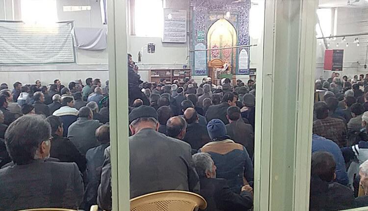 تجمع اعتراضی کشاورزان در مسجد گلزار اصفهان در اعتراض به ندادن حقابه مشروع و قانونی