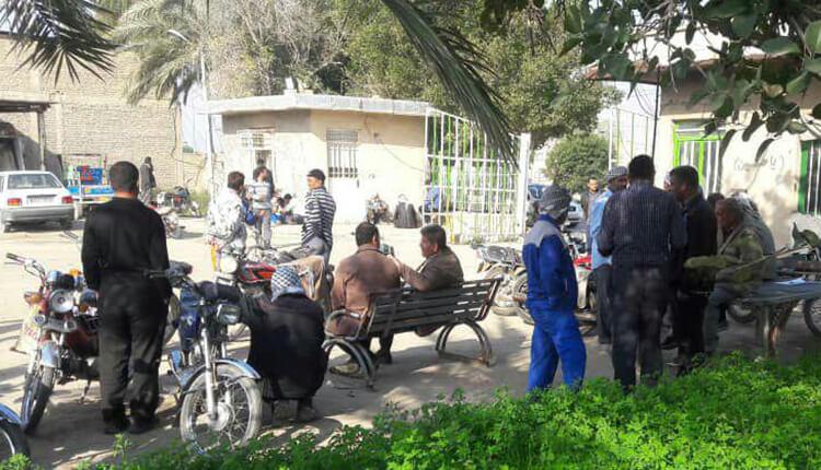 اعتصاب کارگران شهرداری شادگان در اعتراض به عدم پرداخت معوقات حقوقی