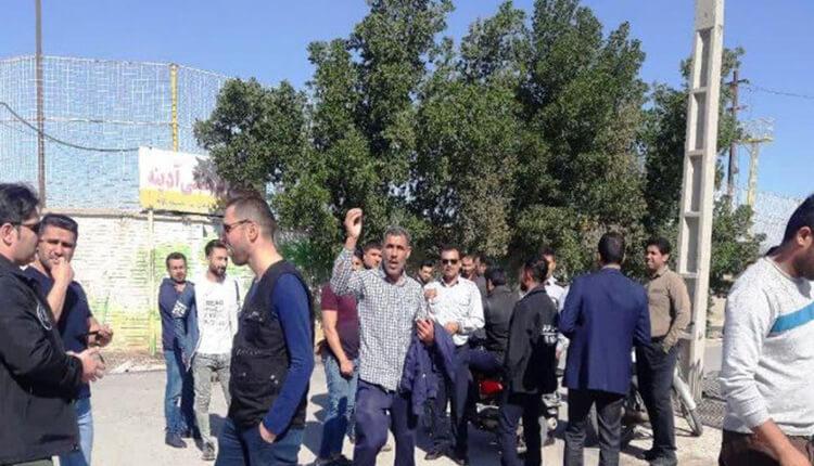 تجمع اعتراضی آتش نشانان آبادان در اعتراض به عدم پرداخت معوقات حقوقی