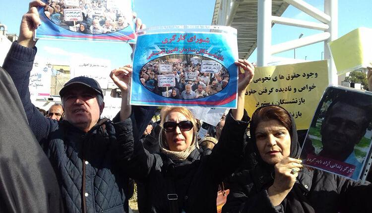 تجمع اعتراضی بازنشستگان مقابل مجلس در اعتراض به عدم رسیدگی به مشکلاتشان
