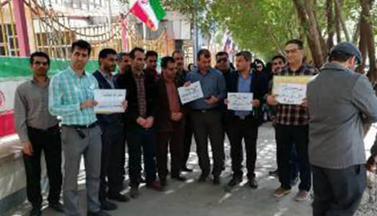 تجمع اعتراضی فرهنگیان شهرستانهای کارون و باوی در اعتراض به عدم اعمال ۲۵ درصد حق مناطق جنگی