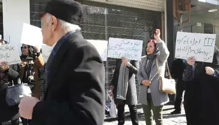 تجمع اعتراضی مالباختگان موسسه کاسپین رشت در مقابل شعبه خمینی این موسسه