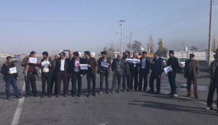 تجمع اعتراضی مردم دهستان دلفارد جیرفت در اعتراض به عدم تامین آب آشامیدنی
