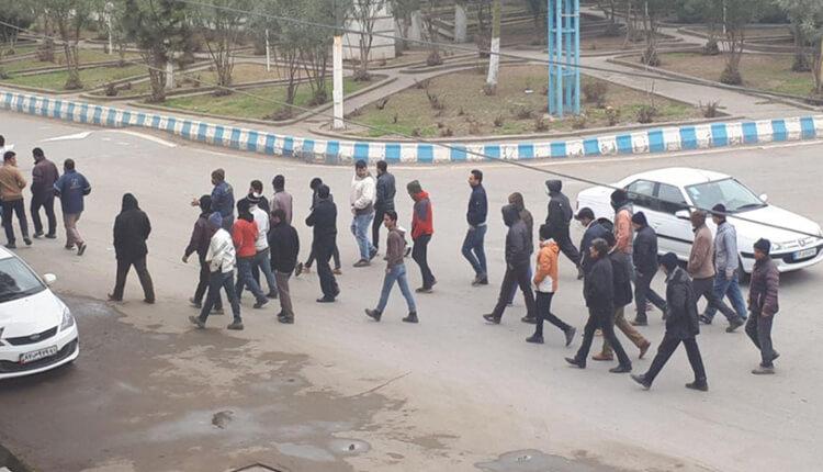 تجمع کارگران شهرداری پارس آباد مغان در اعتراض به عدم پرداخت معوقات حقوقی